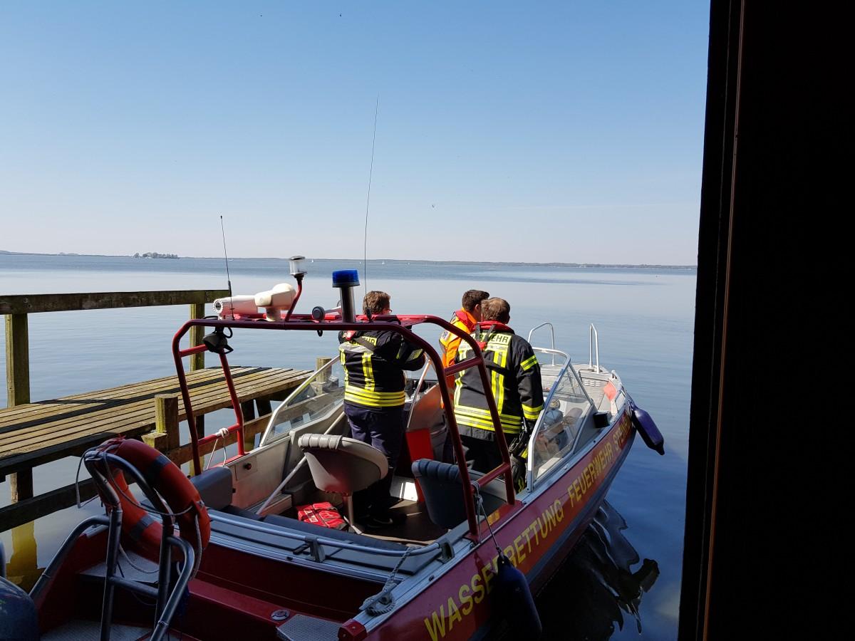 400 Meter vor der Neuen Moorhütte – Boot gekentert, Personen im Wasser