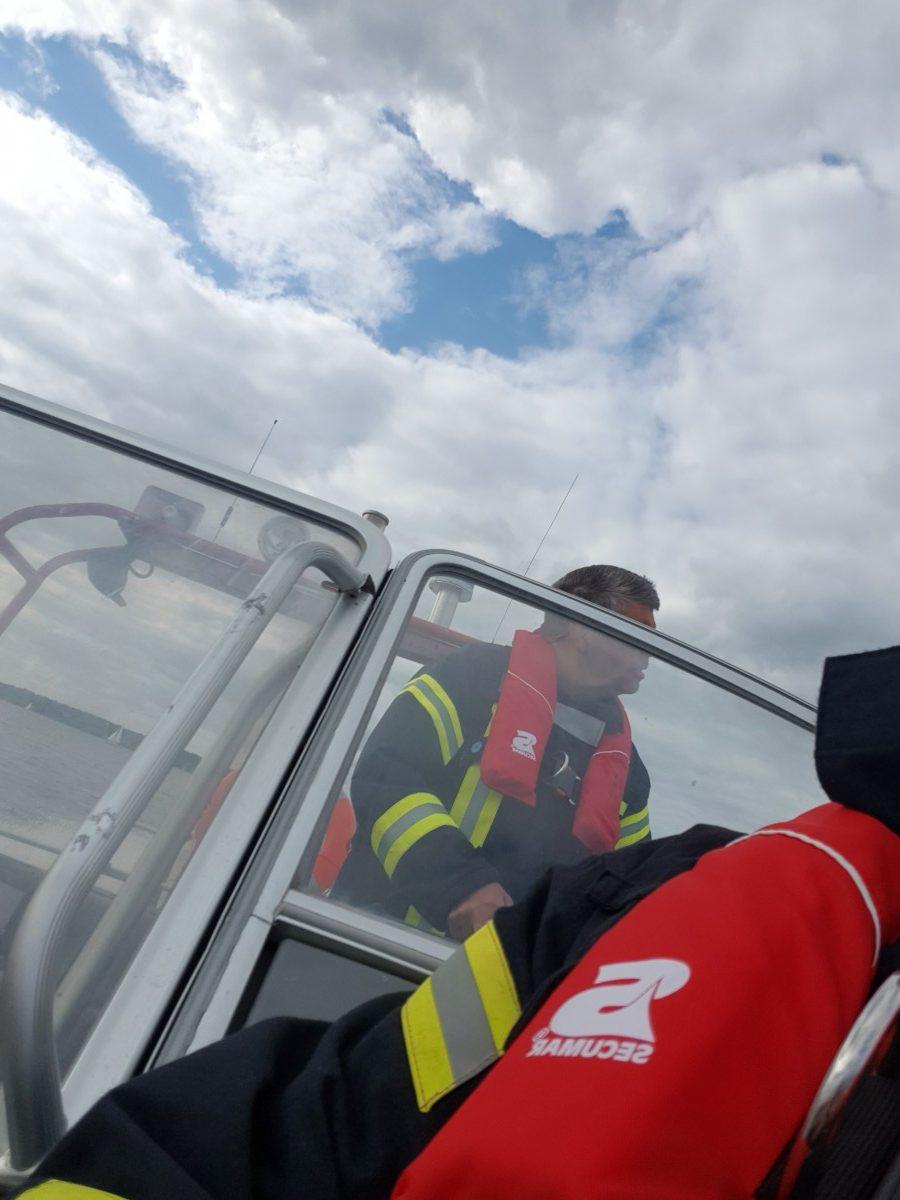 Grünes Boot im Ostenmeer in Not: Wasserrettung
