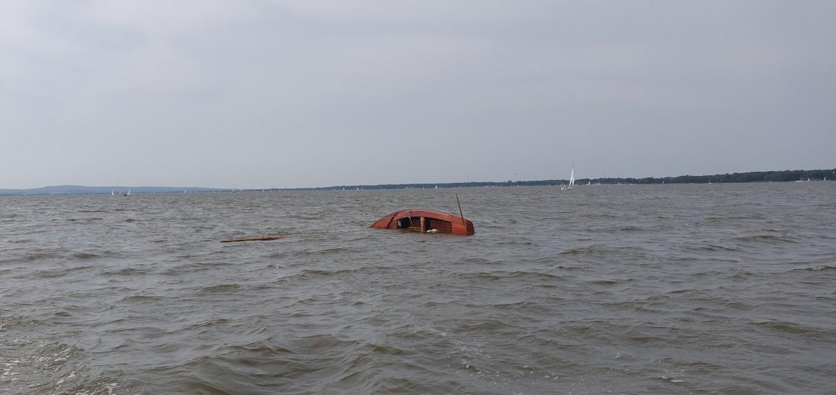 Steinhuder Meer: gekenterte Jolle