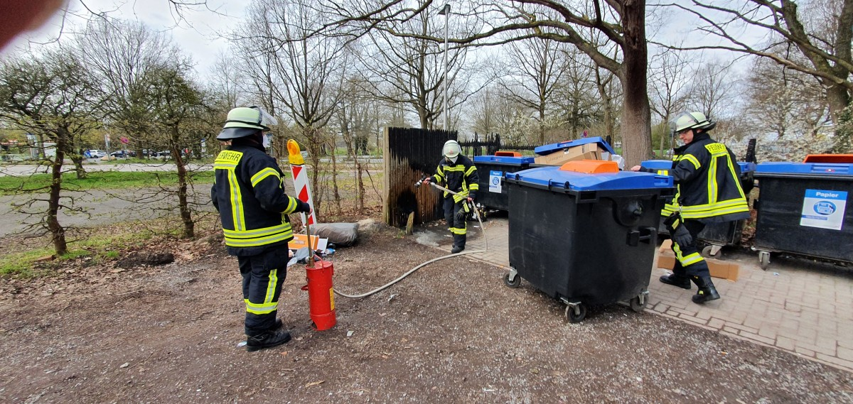 Bruchdamm: Brennt Papier an Müllabgabestation